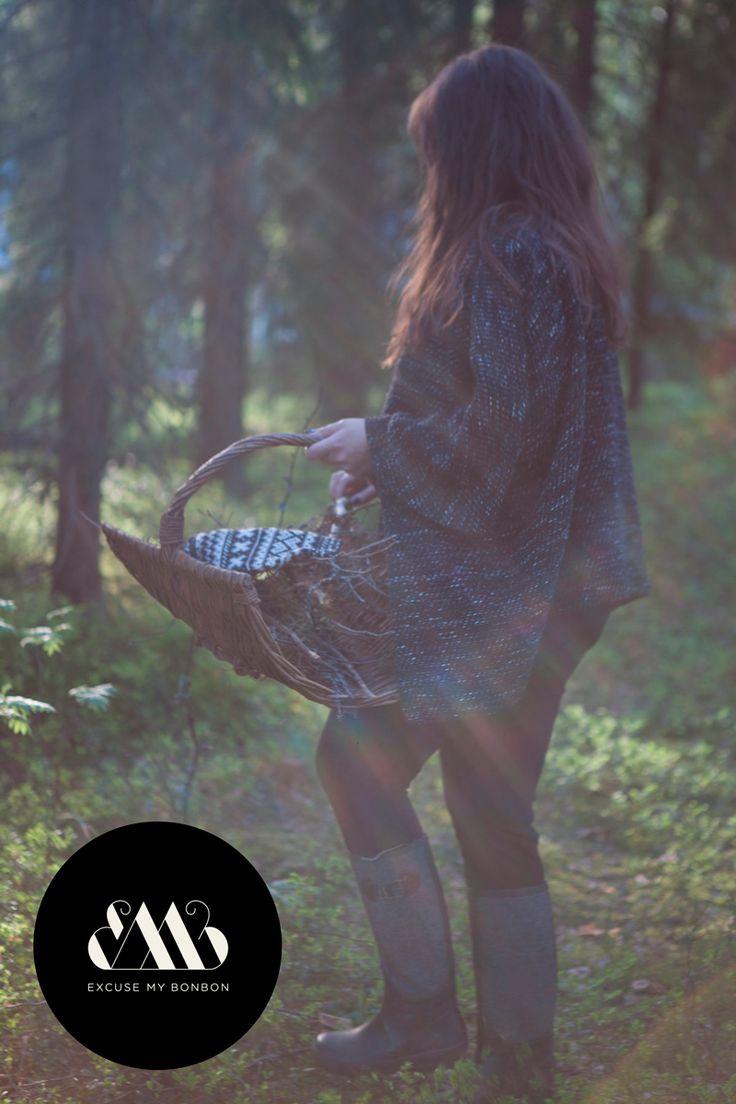 Tanita Poncho & Lina Leggings Photo: Sanna Saastamoinen-Barrois Make up: Janne Suono Model: Ninja Sarasalo