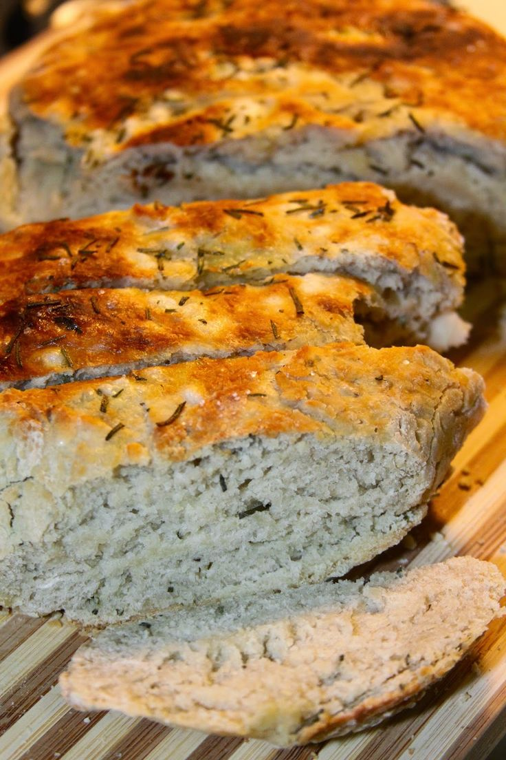 Macaroni Grill Copycat Rosemary Bread baked in the Crock-Pot #slowcooker