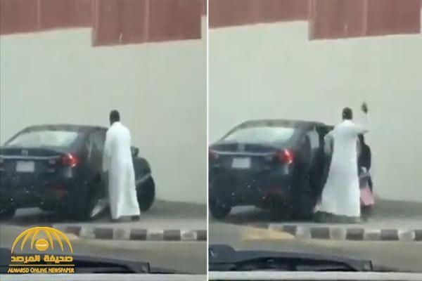 القبض على مواطن عن ف ابنته وضربها بقوة بعد خروجها من المدرسة في جدة فيديو