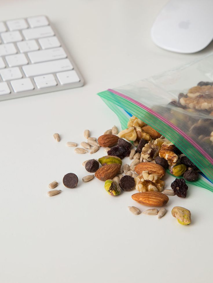 3. Mixed Nuts or Trail Mix  #high-protein #snacks https://greatist.com/health/high-protein-snacks-portable