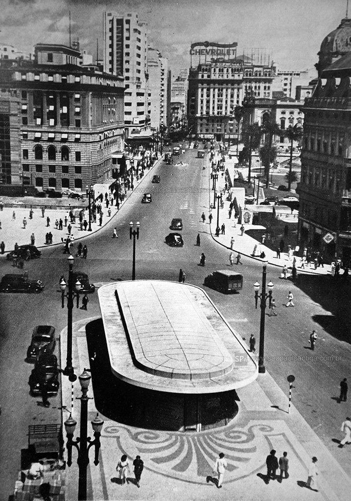 1939 - Visão da praça do Patriarca, adiante temos o Viaduto do Chá, à esquerda o prédio Alexandre Mackenzie (atual Shopping Light).                                                                                                                                                                                 Mais
