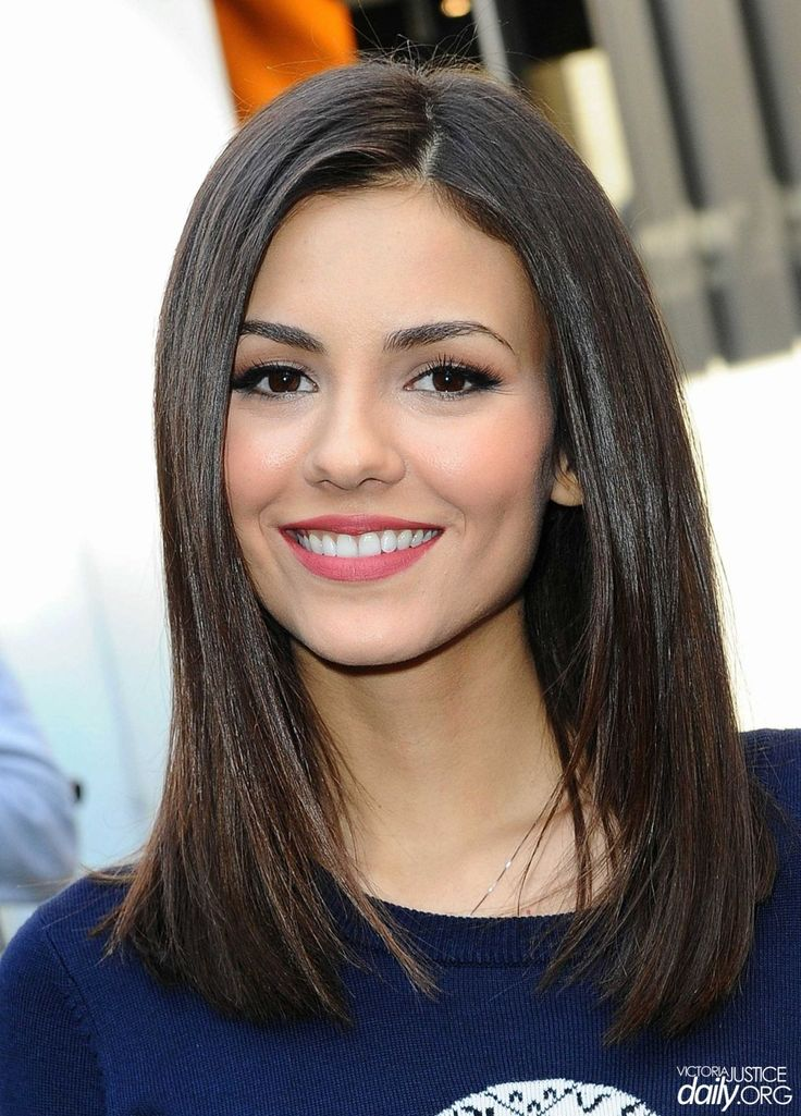 Victoria Justice went to visit 'Extra' set at Universal Studios Hollywood - http://celebs-life.com/?p=77085