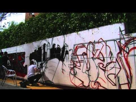 Time-lapse del Graffiti que los alumnos de Grado en Diseño Multimedia y Gráfico y Grado en Diseño y Desarrollo de Videojuegos de ESNE hicieron durante la I Semana del Diseñador de ESNE. Abril 2012