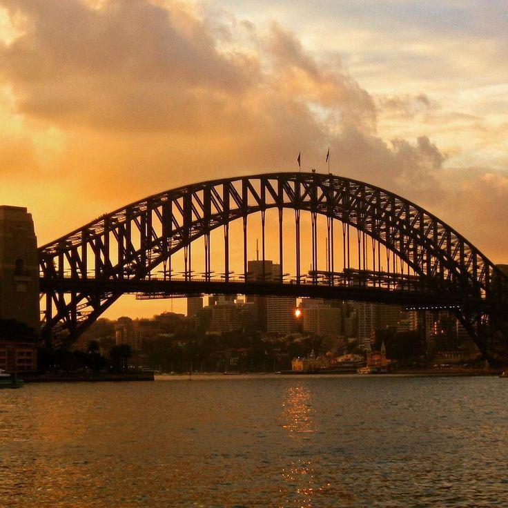 The magnificent Sydney Harbour Bridge! #loveaustralia #australia #sydney #sydneyharbourbridge #harbourbridge #sunset #timing #australie #bridge #travel #travelgram #instatravel #traveling #picoftheday #photography #reizen #reisfotografie #brug #zonsondergang #mooi #reisinspiratie #bucketlist #city #architecture #beautiful #wanderlust #explore #travelbug by travelchicksnl http://ift.tt/1NRMbNv