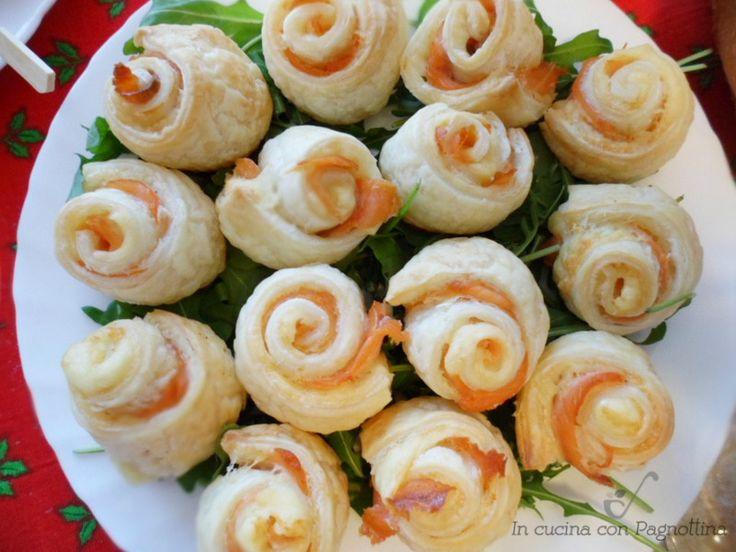 Rose di salmone, stuzzichino o antipasto semplice e veloce, perfetto per buffet e fesste.