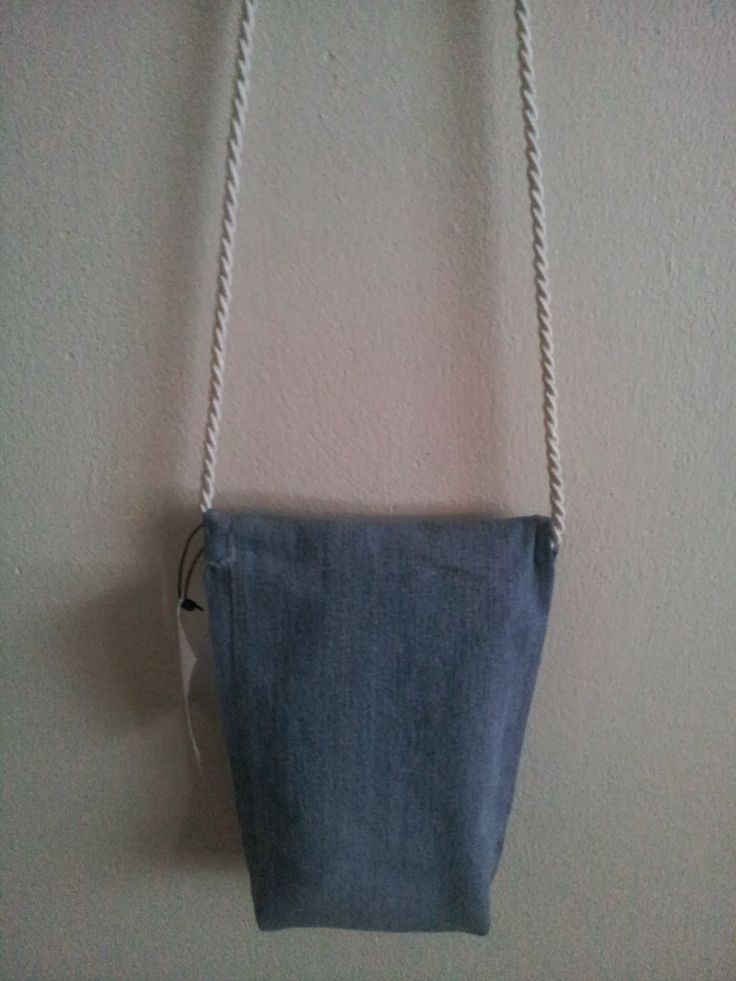 Vaaleansinen pieni farkkulaukku, takaosa // Light blue small jeansbag, backside