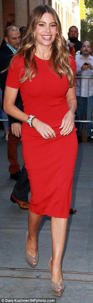 Sofia Vergara -Petite celebrities with style. Re-pin via petitestyleonline.com