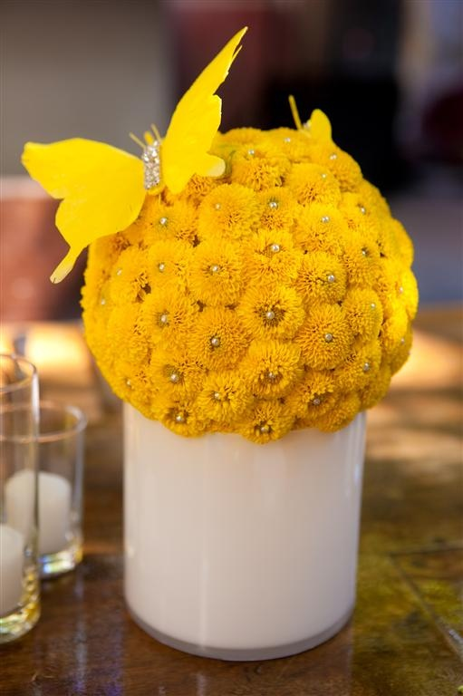 fun yellow wedding centerpieces.  won't use this color but the butterfly is great!