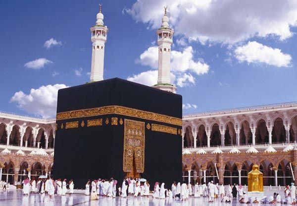 ما تفسير رؤية الكعبة في المنام للعزباء الكعبة الكعبة في الحلم الكعبة في المنام تفسير ابن سيرين Background Images Wallpapers Wallpaper Mecca