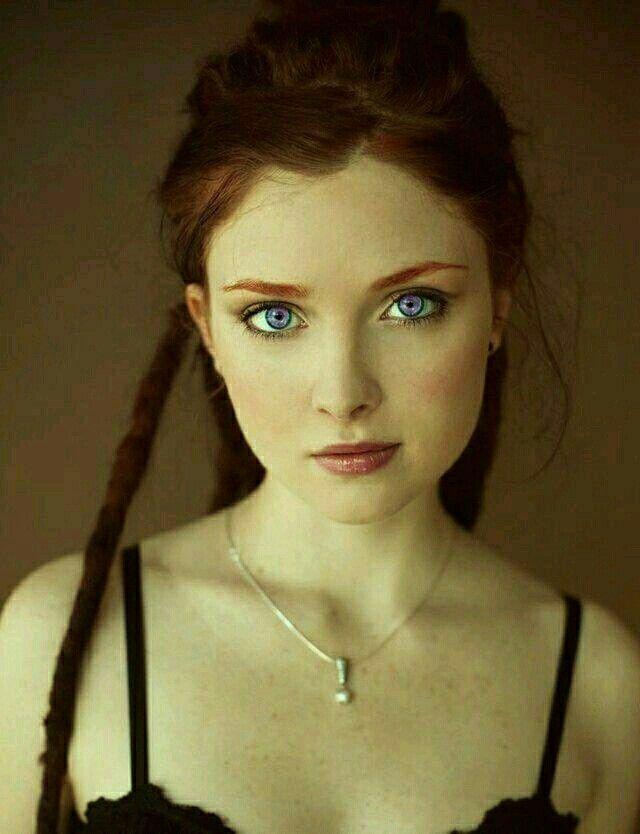 Alexandria Geneses Violet eyes mutation