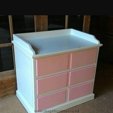 Baby Tafel Duco Minimalis Murah - Merupakan desain tempat baby tafel yang minimalis, dengan warna putih dan merah muda menambah kesan baby tafel ini menjad