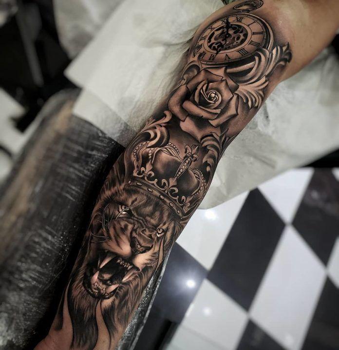 Tatouage Lion Avec Couronne Sur Avant Bras Tatouage Lion Tatouage Tout Le Bras Tatouage Avant Bras