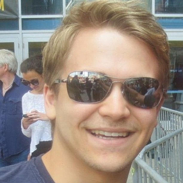 21 Project Sunglasses + Case  |Hunter Hayes Glasses