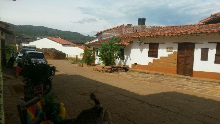 Una cálida tarde en Barichara para disfrutar en familia y  amigos, en piscina , o podrían realizar caminatas por muchos lugares . estar viviendo la vida al máximo con las personas que quieres.
