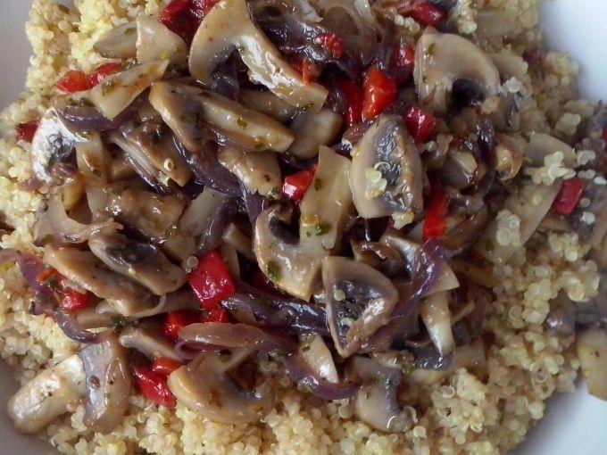Receita Prato Principal : Quinoa com cogumelos e pimento de AlcachofraVeg