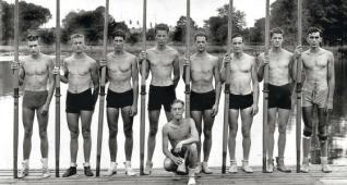 Tripulación del ocho con timonel de la Universidad de Washington que vencieron a la favorita en los Juegos Olimpicos de Berlín de 1936. || #historia #remo #arrauna #JuegosOlimpicos #Berlin