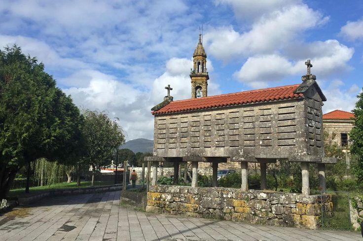 Navštíviť Galíciu a … 10 dôvodov prečo sa sem vrátiť. I keď ma zbytok Španielska varoval pred tvrdosťou a nezrozumiteľnou španielčinou týchto hrdých keltoiberov, pár dní voľna, ktoré som si vyslovene vychutnávala práve v Galícii, je dodnes nezabudnuteľným zážitkom. Keď si spomeniem na tento kus zeme, oblasť žalúdka mi zaleje príjemné teplo, slinné žľazy si začnú žiť vlastným životom, v nose cítim soľ, v topánkach všadeprítomnú vlhkosť, v hlave povinné pol promile najskvelejšieho vína, vo…