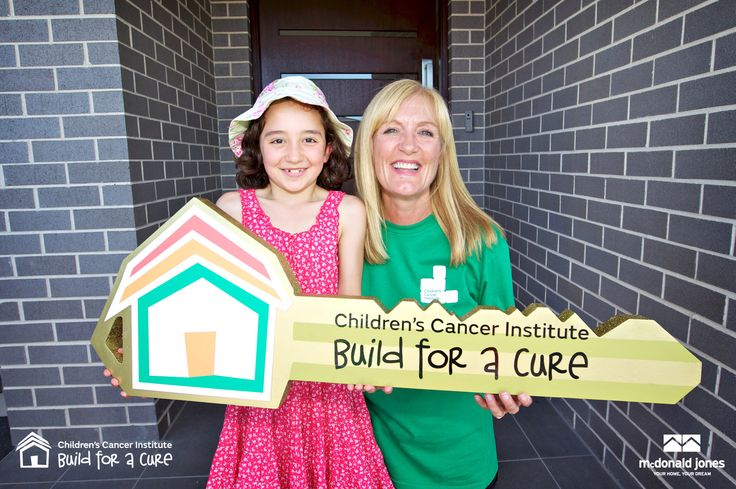 Auction Day (26 Oct 2014) Cancer survivor Tilly visited the Build for a Cure site with Domain right before works were about to commence and was so excited to attend the auction!  http://smh.domain.com.au/real-estate-news/house-to-be-built-in-21-days-to-help-childrens-cancer-institute-20140906-10ced1.html  #BuildforaCure #greatcause #key #cancer #children #charity #auction #McDonaldJonesHomes #kids