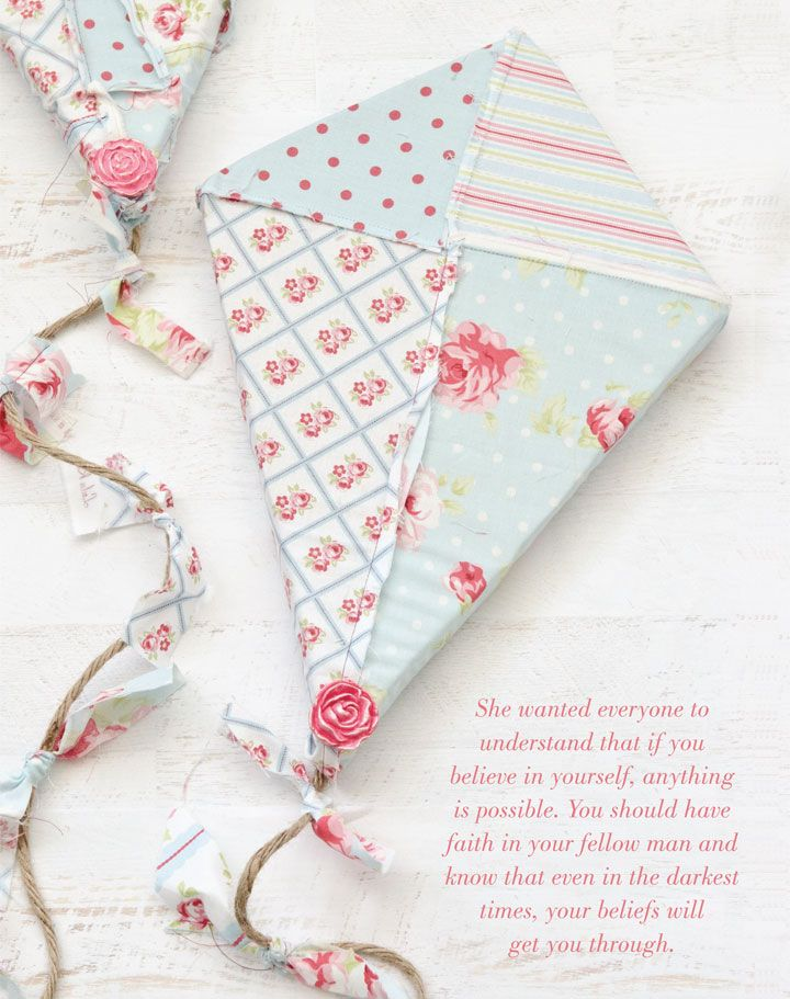 Fly away with this tutorial for patchwork kites by Niki Meiners. | Sew Somerset