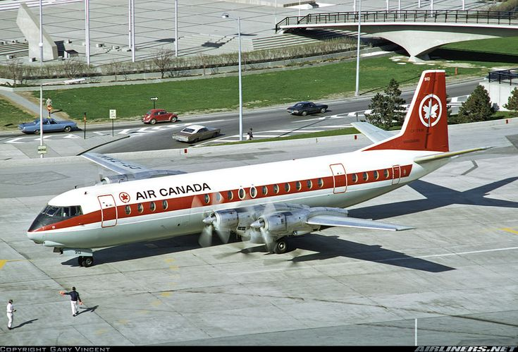 Air Canada Vickers 952 Vanguard CF-TKM being waved off at Toronto-International, September 1971. Air Canada retired its remaining Vanguards by the following year. (Photo: Gary Vincent)