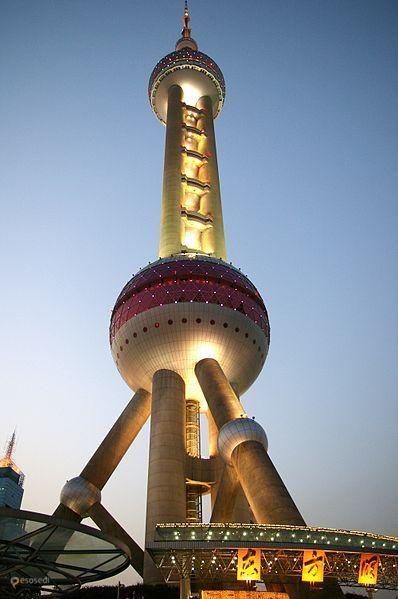 """Восточная жемчужина – #Китай #Шанхай (#CN_31) Небоскребы азиатских городов с каждым годом становятся все выше и выше, соревнуясь друг с другом по этажности. Однако, второй по высоте телебашней в этой части света остается """"Восточная жемчужина"""" Шанхая, построенная почти 20 лет назад. http://ru.esosedi.org/CN/31/1000110511/vostochnaya_zhemchuzhina/"""