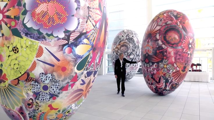 Marcel Wanders with his big balloons - Eurasian Garden at the Oita Prefectural Art Museum