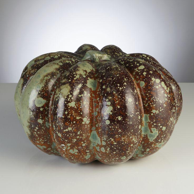 HANS HEDBERG, skulptur, Biot, Frankrike, i form av pumpa, starkeldsfajans, glasyr i brunt, orange och grönt, signerad HHg, höjd 21, diameter ca 40 cm