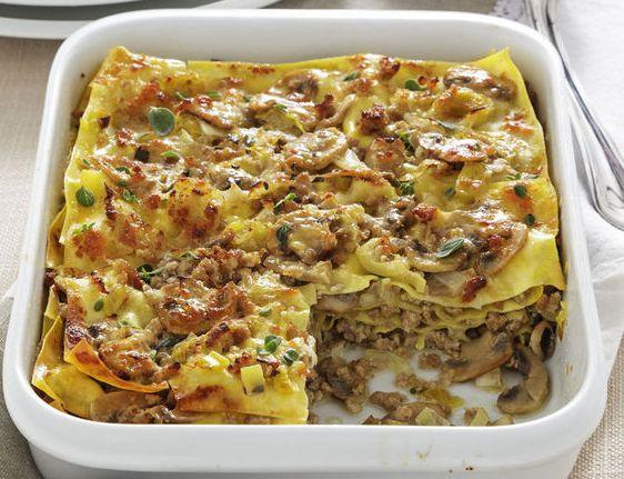 Lasagne gustose, la ricetta con funghi, besciamella e pancetta | Ultime Notizie Flash