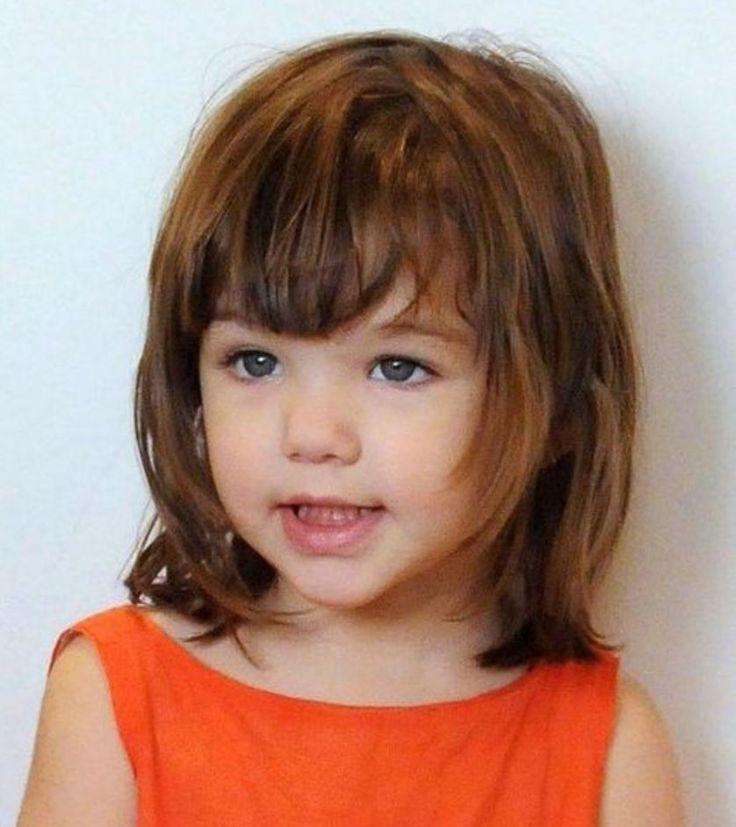 Küçük Kız Çocukları için Kahküllü Saç Kesim Modelleri