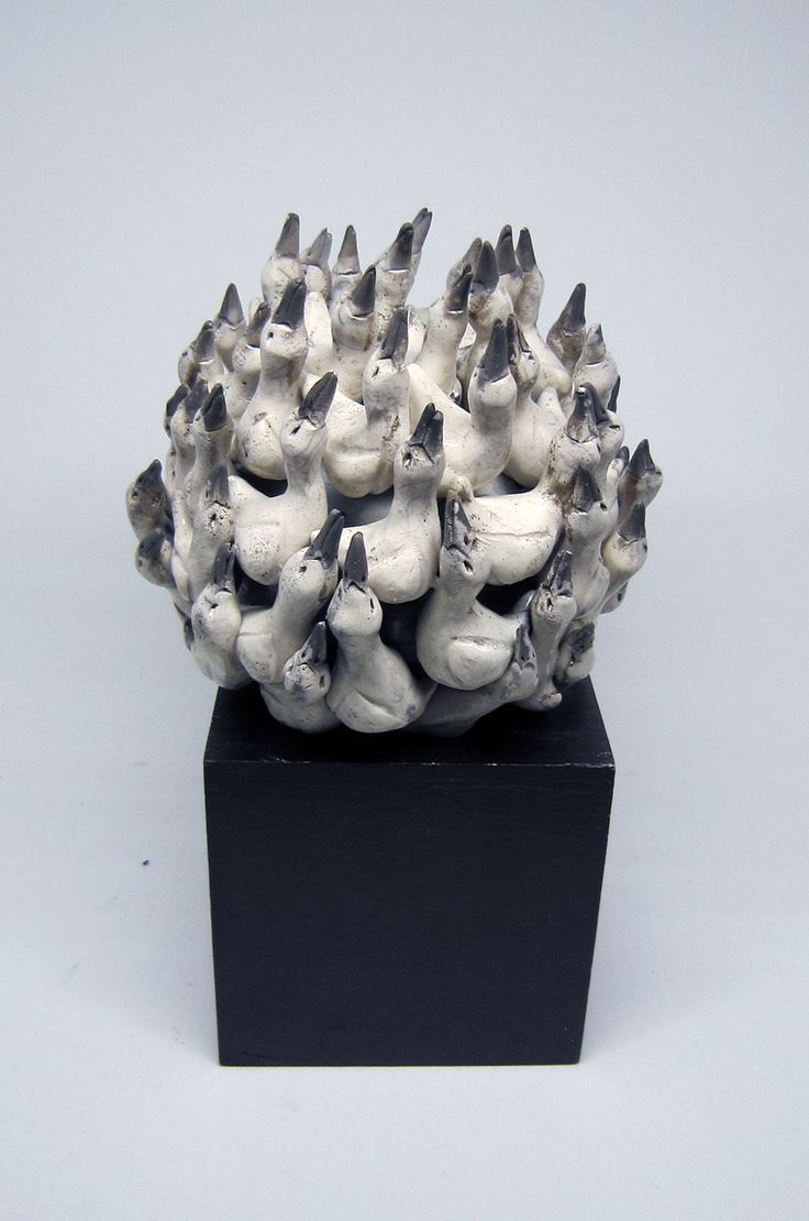 "Håndlavet fuglekugle i rakukeramik af Hanne Munk Kure.   ""Bird ball"" ceramics"