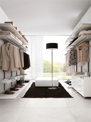 Walk-in closet rational and accessible | Rational choice with Picà Minus without panels the affordable price: the whole wardrobe is characterized by lightness and pure linearity, thanks to the metal and melamine shelves, and drawers on castors with top tray.