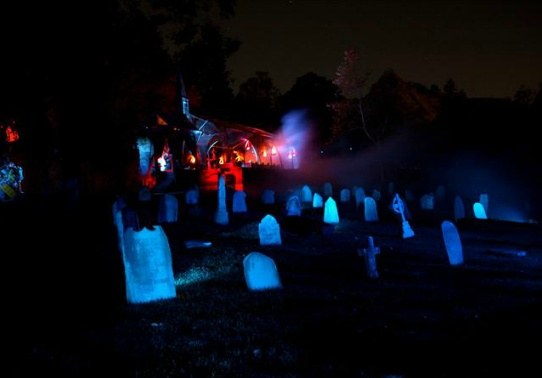 The Los Angeles Haunted Hayride is back for another fright filled Halloween haunt! Ride aboard a tractor-pulled wagon in the haunted hayride with a group of friends or venture into the mortifying maze … if you dare! Visit www.xplorela.com