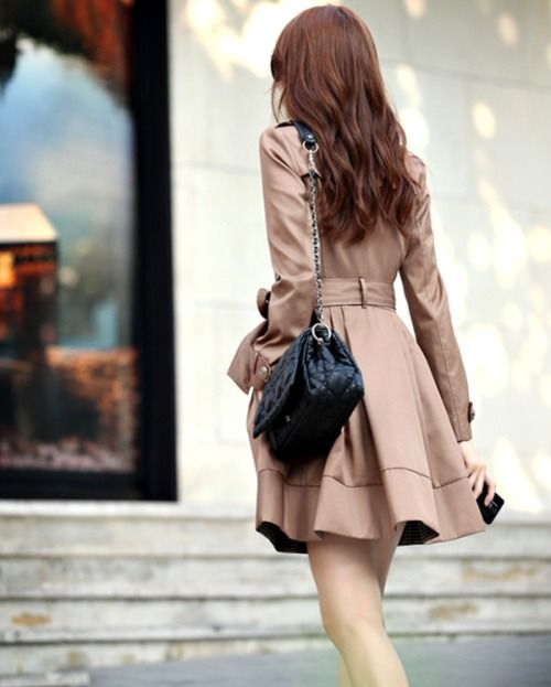 Fashion, Hair Colors, Clothing, Outfit, Scallops Recipe, Curls, Jackets, Brown Hair, Trench Coats