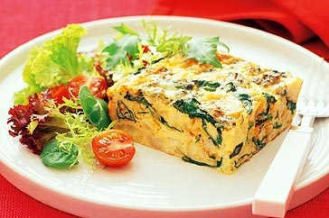 Try our beautiful frittata with spinach, blue cheese and cauliflower as an elegant lunch or gourmet starter.