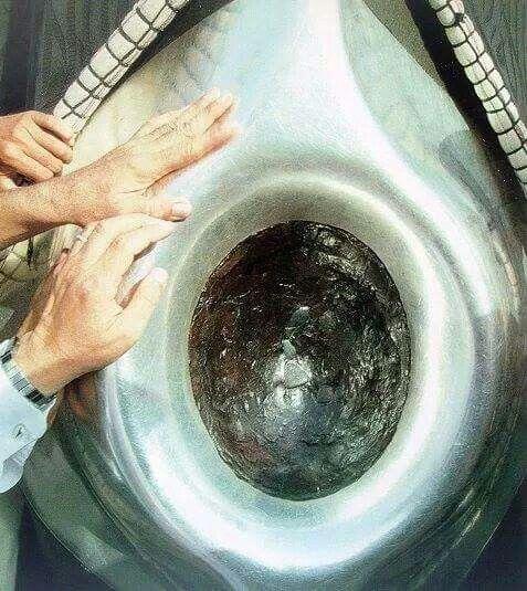 "Masya Allah, Allahu Akbar...i wanna kiss this holy stone...""hajar aswad"""