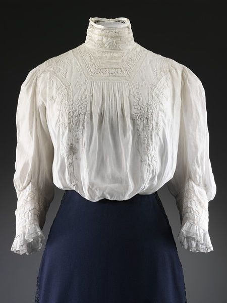 1909, United Kingdom - Blouse - Embroidered lawn, hand-made lace insertions, mother-of-pearl