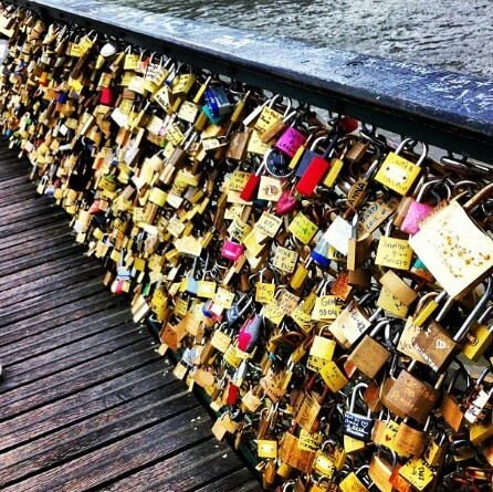 LoveLocks ♥-Write your name and the name of your lover on a pad lock, lock it onto the bridge and throw the key into the river as a sign of your undying love. (Imagine how many keys there are in the river! That's SO cool!) This is a MUST SEE while visiting paris.
