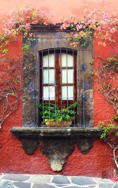 A day in San Miguel de Allende, Mexico Old Windows, Windows And Doors, Fachada Colonial, Hacienda Style, Old Doors, Window Boxes, Door Knockers, Spanish Style, Doorway