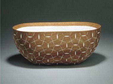 VINTER / WINTER 1997 by Lillian Dahle Mahogni, eggeskall, maling / Mahogany, eggshells, paint.