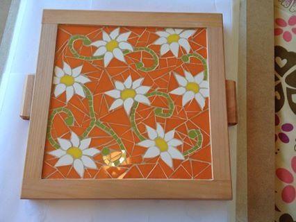 Bandeja hecha con ceramicos