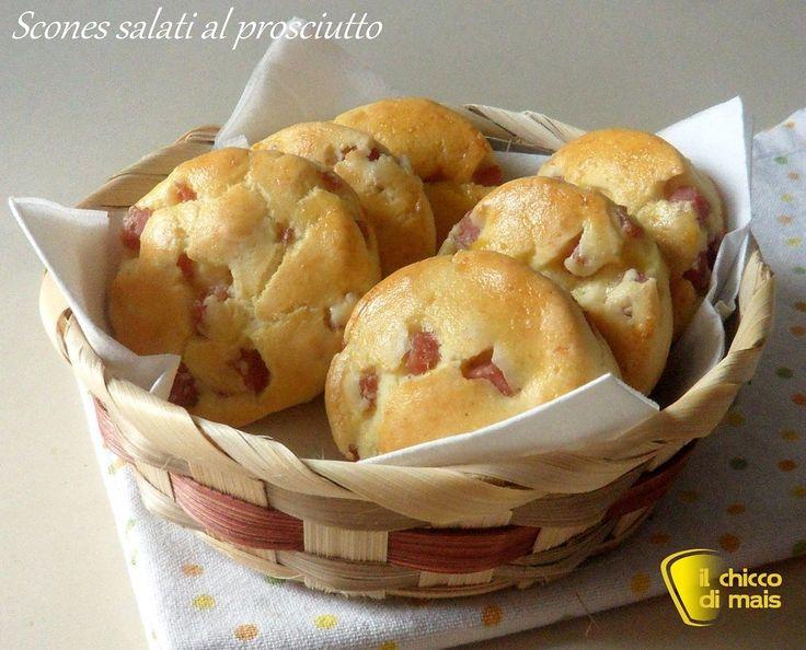 Scones salati al prosciutto (ricetta brunch). Ricetta facile dei soffici panini inglesi insaporiti con prosciutto cotto e parmigiano (anche senza glutine)