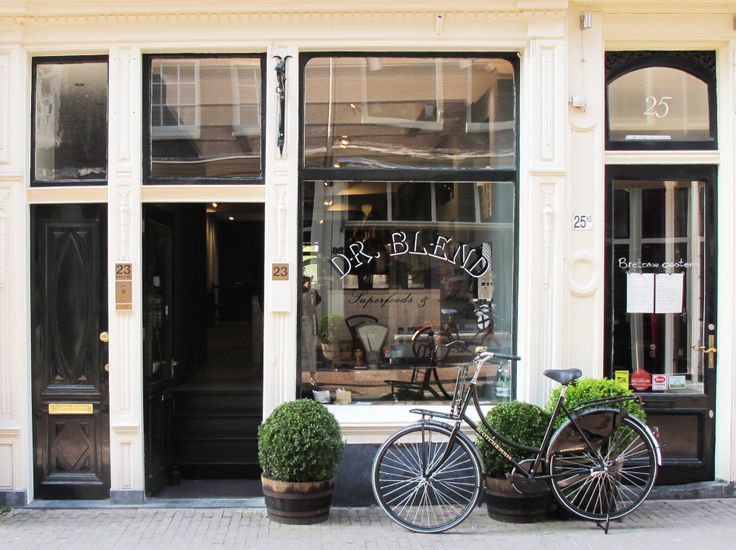 Dr. Blend is the new food hotspot just around the corner of the Scotch & Soda's HQ. Have a quick stop this weekend in the Herenstraat in Amsterdam for a fresh juice, a dose of super foods or some other delicious organic products. http://www.drblend.nl