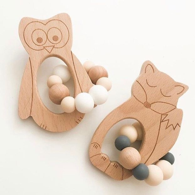 These beauties will soon become part of our Coastal Family. Sourced from one of the most amazing businesses in Australia, @one.chew.three has some absolutely stunning teethers, both stylish & functional. •Wise Owl 🦉 and Sleepy Fox 🦊  Coming soon ✌🏻 - - - - - #teethers #teethertoy #beechwood #siliconeteether #foodgradesilicone #baby #babyboy #babygirl #babygift #babystyleguide #trendytots #stylishbub #handmadeau #flatlay #neutral #design #keepsake #smallbusiness#shoplocal…