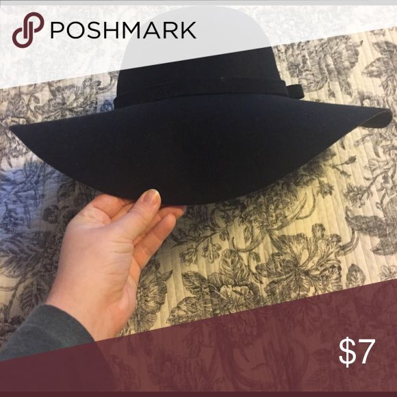 Black wide brim hat Very trendy wide brim hat! One size! Very versatile. Accessories Hats