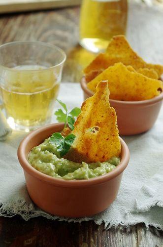 Гуакамоле и кукурузные чипсы