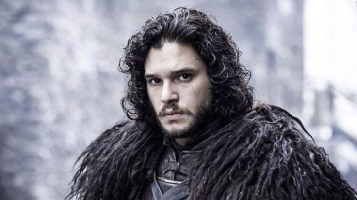 SPOILER: Das passiert mit der Nachtwache in 'Game Of Thrones' Staffel 8! Bis zur abschließenden Staffel 8 von Game Of Thrones müssen wir noch sehr lange warten, doch es gibt schon kleine Infos zur Story. Wir sagen euch im Video, was Schauspieler Ben Crompton über die Zukunft der Night's Watch in Game Of Thrones Staffel 8 verriet. >>> https://www.film.tv/go/38701-pi #GameOfThrones #GoTS8 #GoTS08