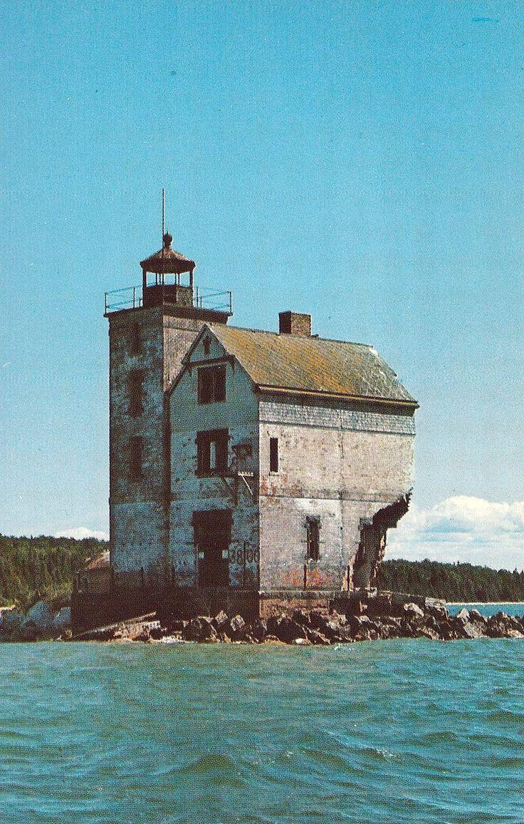 Faro  de la isla redonda, antes de la restauración.