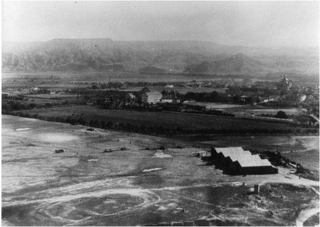 En 1913 se instala un aeródromo militar  en el Campo del Ángel situado al norte de la estación de ferrocarril, sobre el solar del IES Antonio Machado formado por una pista de tierra apisonada, un taller, un barracón dormitorio y 4 hangares. foto: http://slideplayer.es/slide/7047912/
