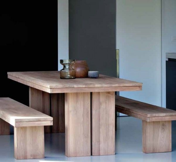 The teak table Extendable Double is an original production of the Belgian brand Ethnicraft.