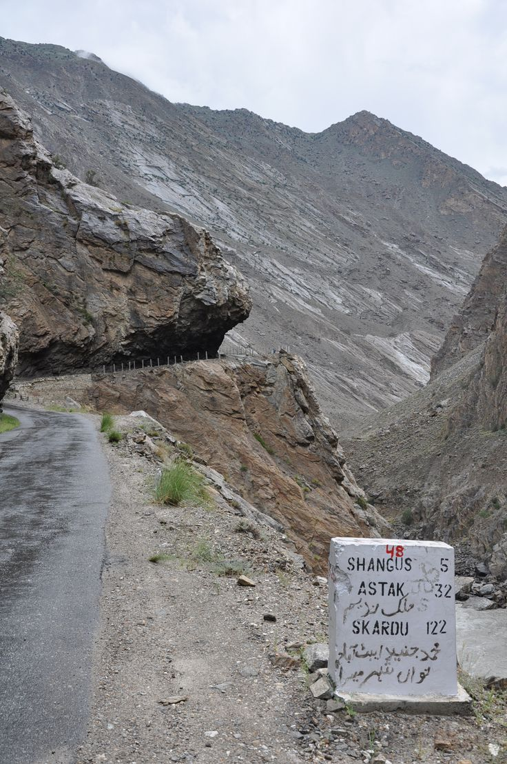 still looks the same: road to Skardu
